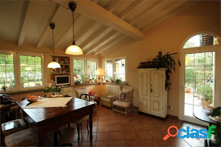 Villa singola con ampio giardino a sant'alessio