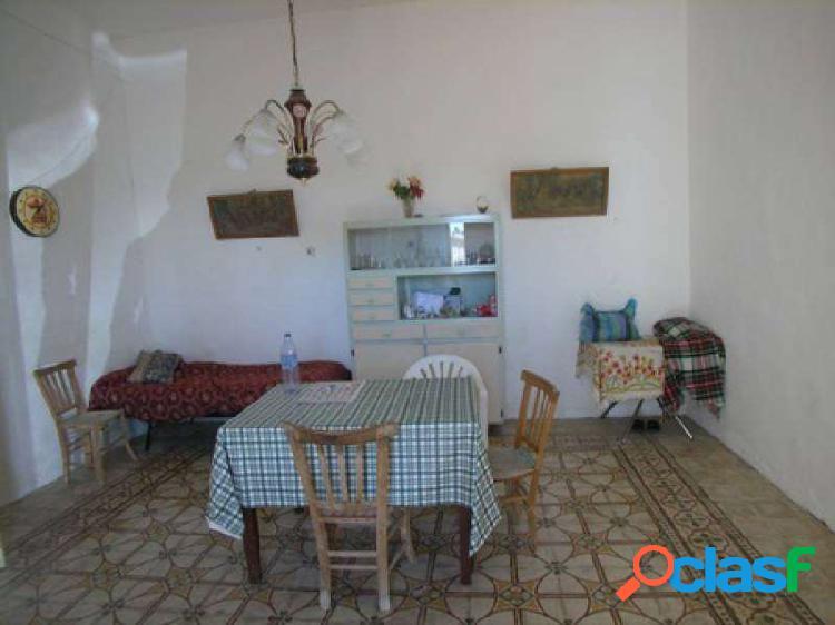 Casa singola con spazi esterni