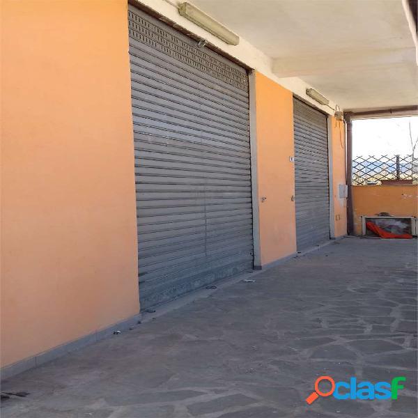Locale commerciale 185 mq con ampio parcheggio