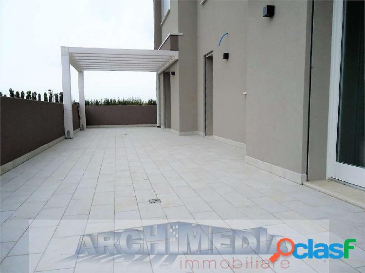 Appartamento con terrazzi_san giacomo - rif: a100
