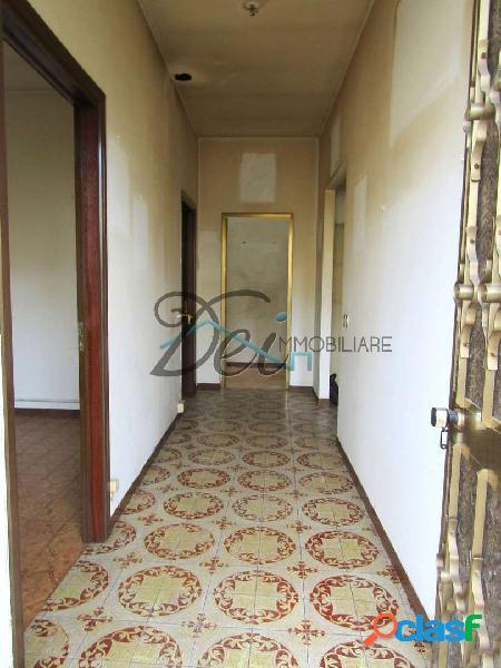 Porcari - appartamento al primo piano con terrazzo
