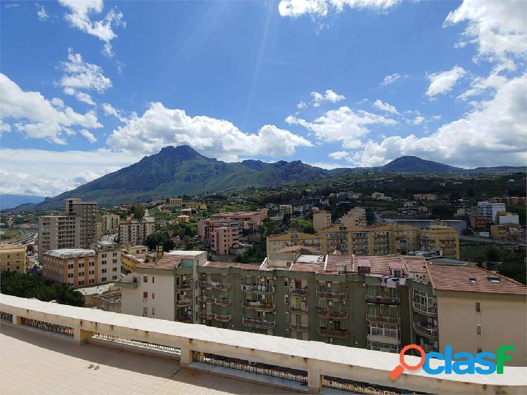 Panoramico appartamento con grandi terrazzi