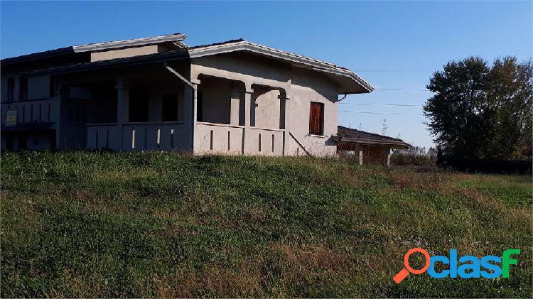 CASA SINGOLA AL GREZZO CON 5800 MQ DI GIARDINO 3