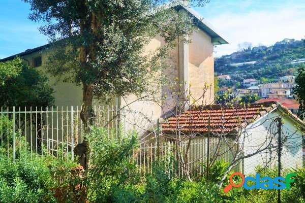 Casa indipendente al borgo con 4000 mq di terreno