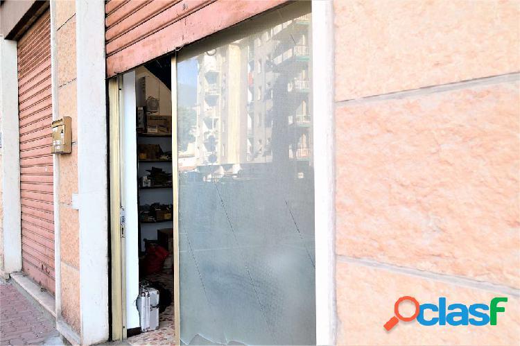 Magazzino in vendita'. comodo accesso. 55 mq.
