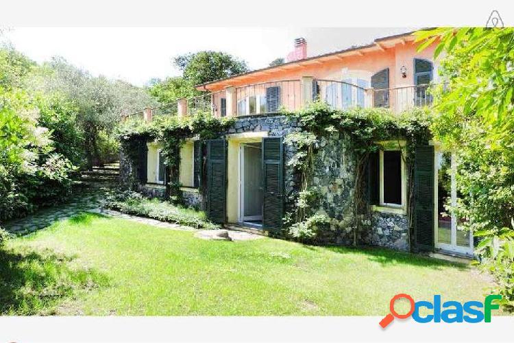 Rif. v6 alassio, vendesi villa con vista mare
