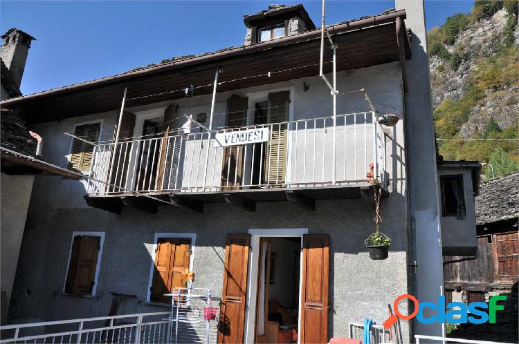 Casa semi indipendente con terrazzo in vendita
