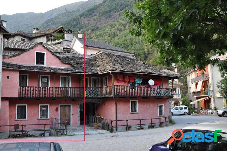 Casa semi indipendente con terreno in vendita