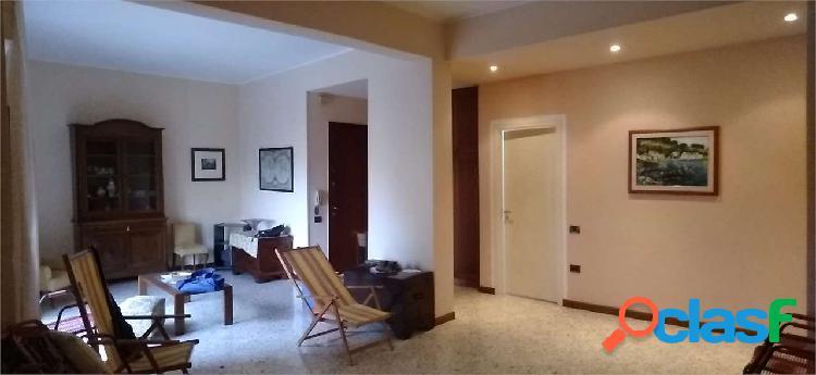 Affittasi appartamento in via amendola di 160 mq