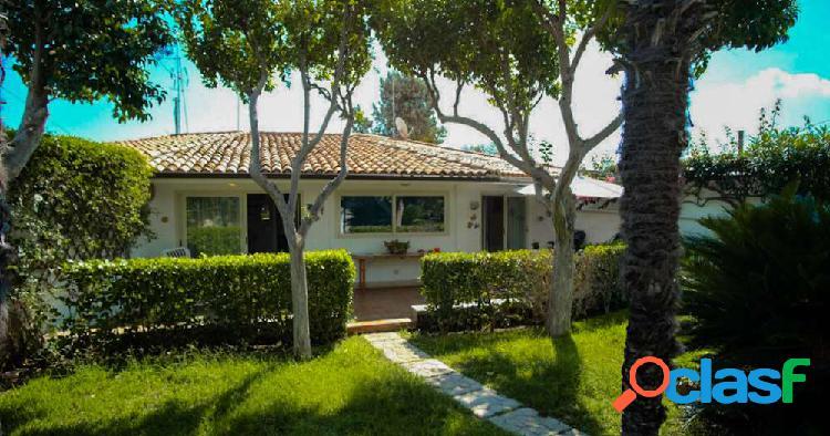 Fontane bianche splendida villa in residence