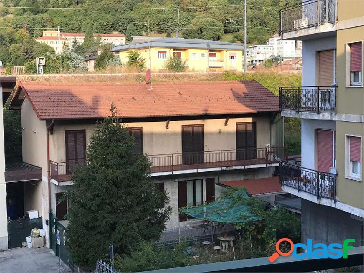 Casa singola con 2 appartamenti