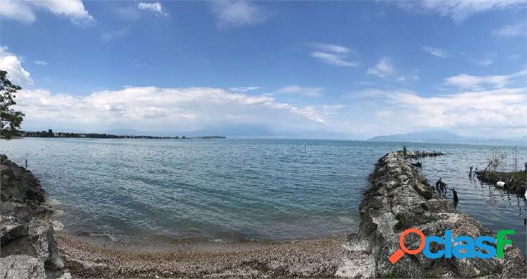 Monolocale vista lago