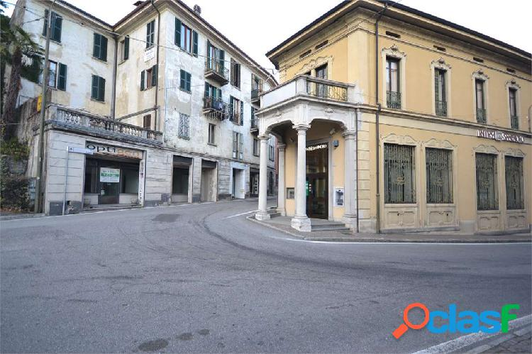 Locale commerciale in centro paese