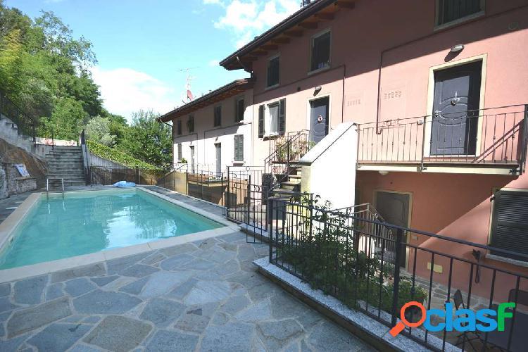 Moderno appartamento con piscina e vista