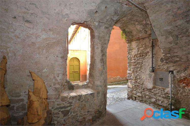 Casa da ristrutturare nel borgo di Tremezzo