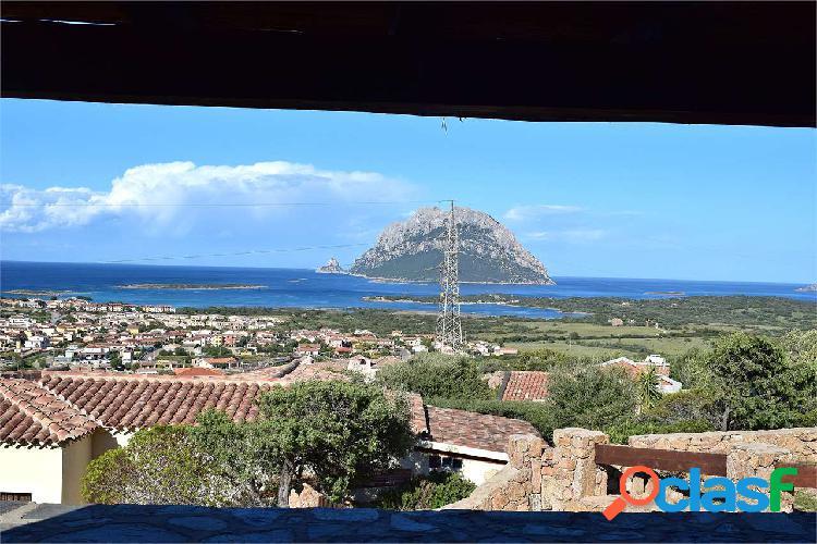 Villa caposchiera con meravigliosa vista mare