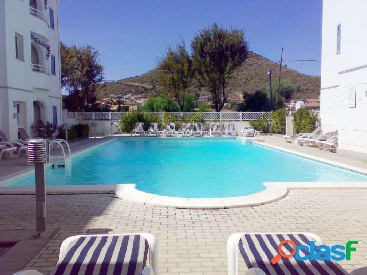 Ampio bilocale in residence con piscina, lacaletta