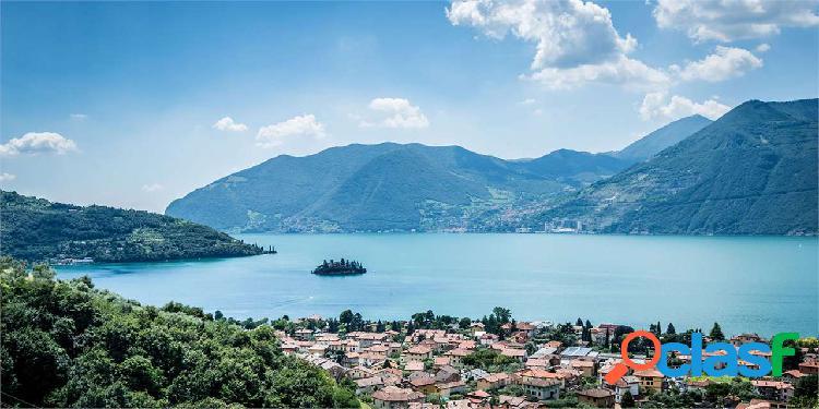 Villetta cielo terra a balconi sul lago