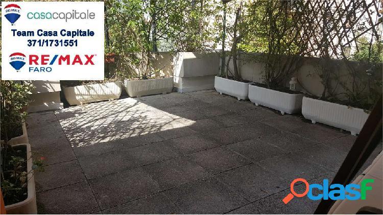 Ampio app.to con terrazzo, disposto su 2 livelli.