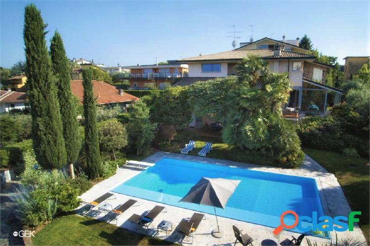 Elegante villa con piscina e vista lago, Desenzano