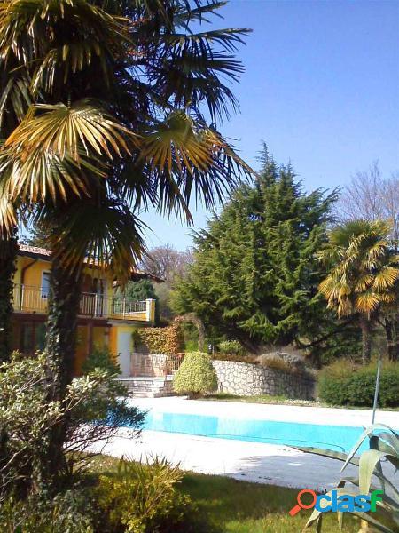 VIlla con piscina e parco,Manerba del Garda