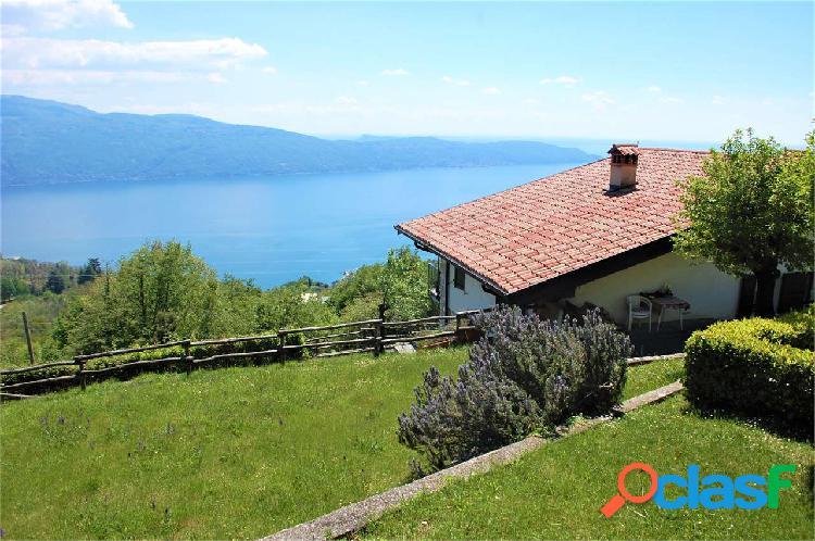 Villa immersa nel verde con vista lago, Gargnano