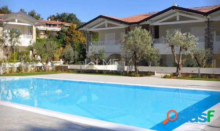Ville bifamiliari ampie con piscina, Padenghe