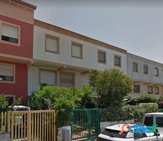 Casa indipendente su tre livelli ad elmas