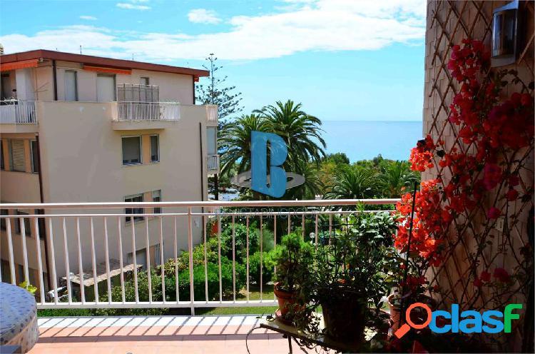 Appartamento su 2 livelli con magnifica vista mare 1