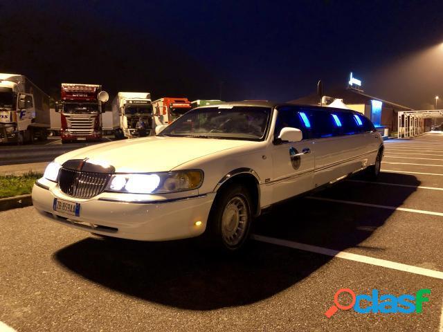 Limousine Con Vasca Da Bagno.Lincoln Town Car Limousine Annunci Agosto Clasf