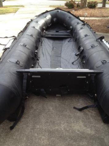 Barca a motore gommone con motore zodiac seal team fc 470