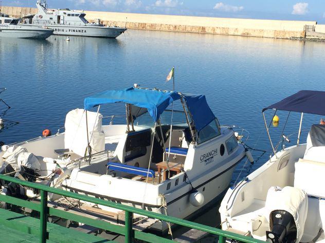 Barca semi cabinato