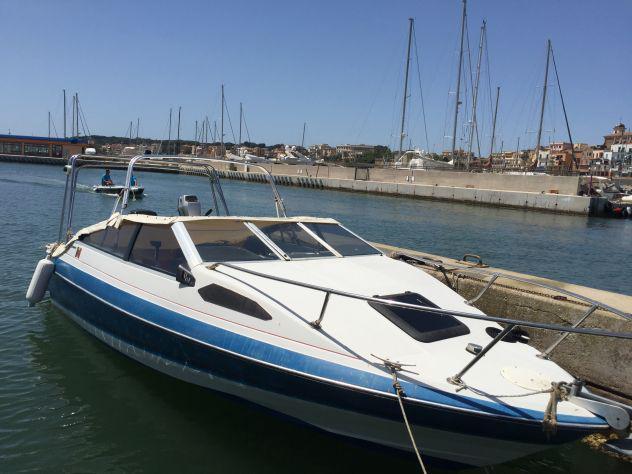 Barca semicabinata 6 metri