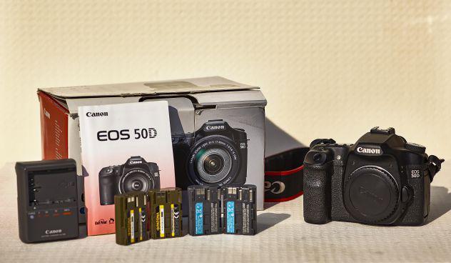 Canon eos 50d + 4 batterie + scatola