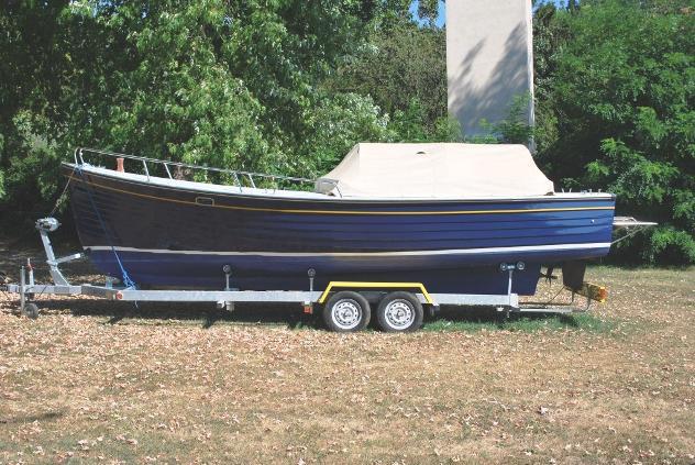 Barca a motore zona neutra lancia cantiere archetti