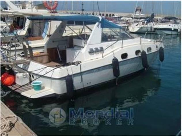 Barca a motore cabinato 30 laver 200td2 anno1990 lunghezza
