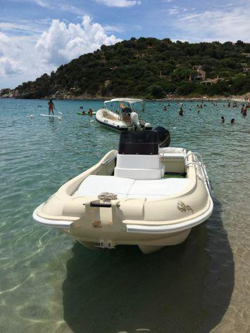 Barca a motore in polietilene maeco con motore mercury