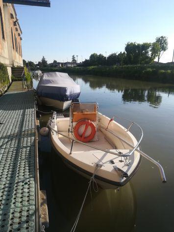 Barca vetroresina 4,5 mt autosvuotante