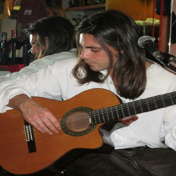 Impartisco lezioni di chitarra tutti i livelli ed eta'