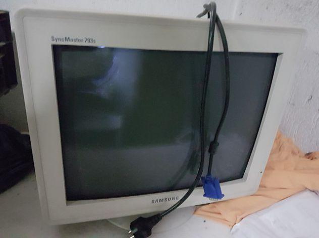 Monitor samung syncmasdter 793s