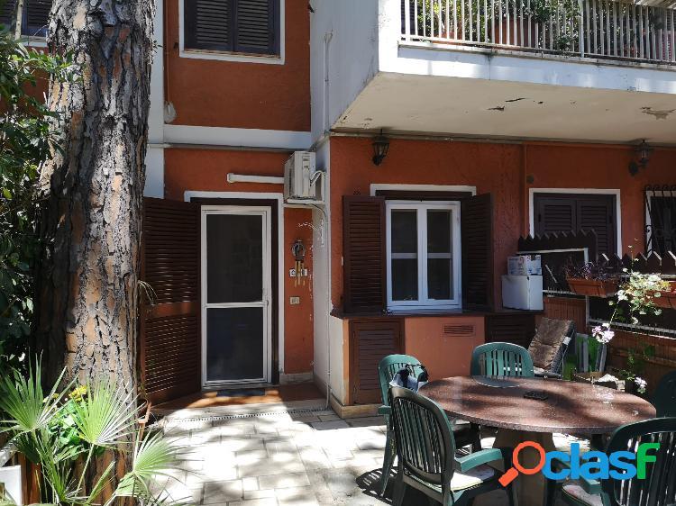 Appartamento con giardino in residence