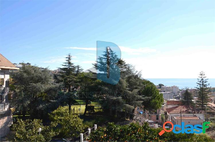 Villa con vista mare, vicino al porto sole