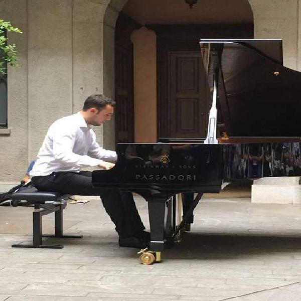 Lezioni di pianoforte su pianoforte a coda (bergamo e