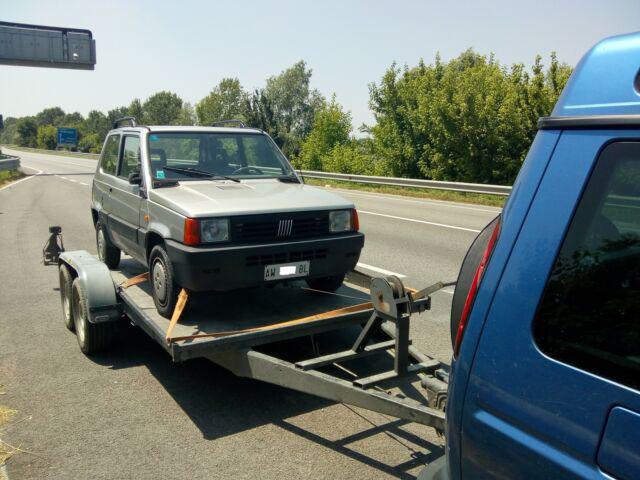 Servizio trasporto auto con carrello rimorchio