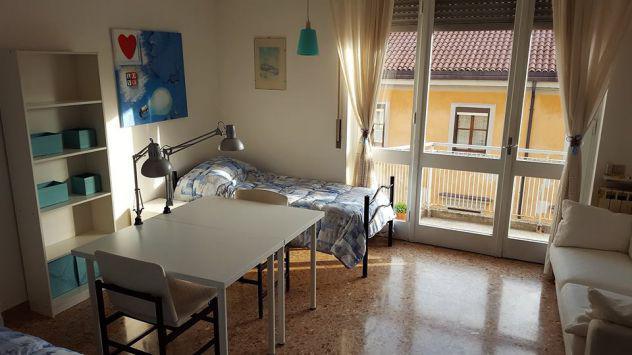 Affittasi stanza singola e posto letto in doppia per ragazze