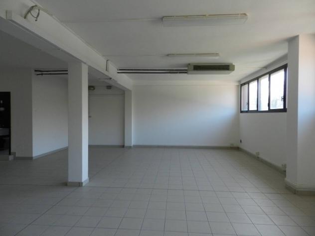Immobile di 102 m² con 1 locale in affitto a bologna