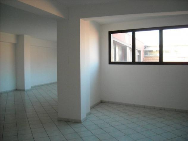 Immobile di 120 m² con 1 locale in affitto a bologna