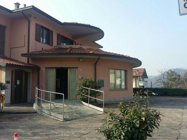 Immobile di 304 m² con più di 5 locali in affitto a villa