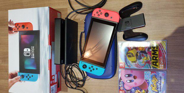 Nintendo switch con 2 giochi e la custodia