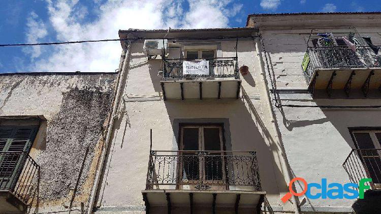 Via veneziano centrale 2 vani con cucina abitabile